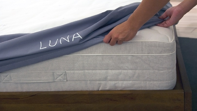 luna-smart-mattress-cover-1