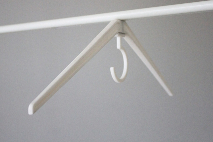 cling-magnetic-hanger-3
